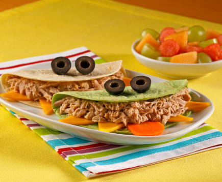 Envueltos sabor Bacon Ranch: sándwiches divertidos con forma de monstruo